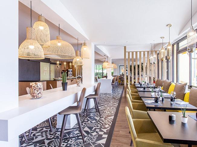 architecture int rieure pour le restaurant la ferme aux vins beaune une r alisation de l. Black Bedroom Furniture Sets. Home Design Ideas